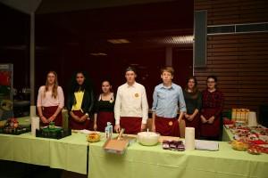 02_Betreuung-des-Caterings-durch die-Wilhelm-Busch-Realschule